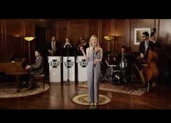 Enlace a Así de genial suena 'Poker Face' de Lady Gaga al estilo de los años 40