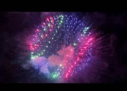 Enlace a Show de fuegos artificiales en festival japonés