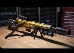 Enlace a Adam Savage construye un rifle mega flipante para sorprender a un fan