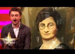 Enlace a Las reacciones de Daniel Radcliffe al descubrir que ha existido en otras épocas