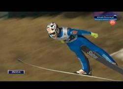 Enlace a 252 metros. El espectacular y nuevo récord mundial de salto de esquí