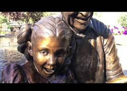 Enlace a La estatua de un padre e hija más inquietante del mundo