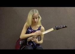 Enlace a Esta joven de Letonia interpreta a Vivaldi en modo Metal con su guitarra