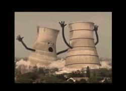 Enlace a El drama de las demoliciones de chimeneas