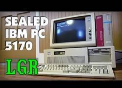 Enlace a Usando un ordenador IBM AT de 29 años por primera vez