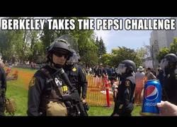 Enlace a Los manifestantes de Berkeley se enfrentan al reto de Pepsi