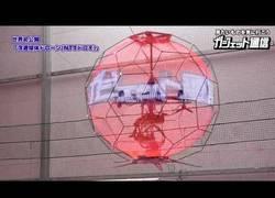 Enlace a Curiosidades del futuro ya presente: una bola de publicidad voladora (drone)