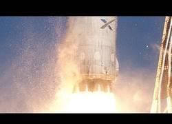 Enlace a El último y espectacular despegue y aterrizaje del cohete Falcon 9