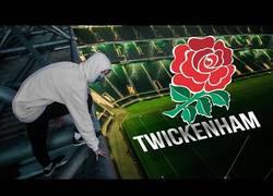 Enlace a Escala hasta arriba del Twickenham Stadium de rugby y termina arrestado