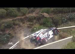 Enlace a Estos pilotos de Rally salvan su vida gracias al guardarraíl de la carretera