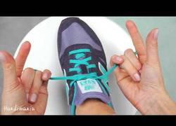 Enlace a La sorprendente forma de atarse los cordones en menos de dos segundos