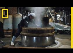 Enlace a Una tradición de 750 años: Así se hace la salsa de soja en Japón