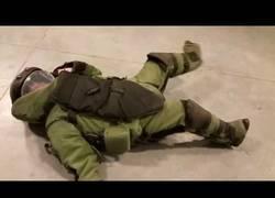 Enlace a El gran problema de los trajes de artificiero cuando estás tumbado en el suelo