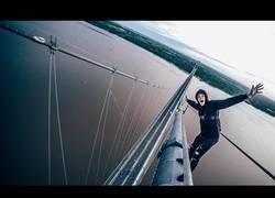 Enlace a Suben el puente más alto de Inglaterra y la adrenalina es máxima arriba del todo