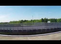 Enlace a La brutal velocidad a la que se cruzan dos trenes de levitación magnética