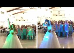 Enlace a Es enferma de cáncer y en su boda tenía una sorpresa preparada para el lanzamiento de ramo