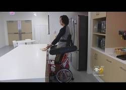 Enlace a La evolución de las sillas de rueda para poder estar levantado sin apenas esfuerzo