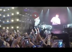 Enlace a Justin Bieber se niega a cantar 'Despacito' y se lleva un botellazo en pleno concierto