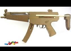 Enlace a Proyecto friki: Construye tu rifle MP5 de cartón con cargador automático