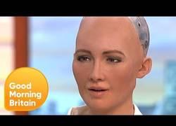 Enlace a Vuelve a aparecer en pantalla el robot que prometió aniquilar a la humanidad