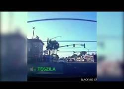 Enlace a Lo que pasa cuando un Porsche reta a un Tesla Model S