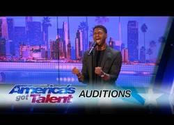 Enlace a El chico que puso al jurado de America's Got Talent de pie con su imitación de Whitney Houston