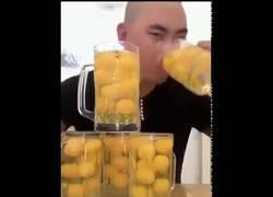 Enlace a 50 huevos en 12 segundos. La tontería de la semana