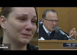 Enlace a La actitud de este juez te dejará impactado, es lo que menos esperarías en un juicio
