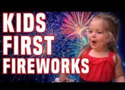 Enlace a La primera experiencia de los niños viendo fuegos artificiales es terrorífica