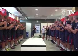 Enlace a El gran gesto del Athletic Bilbao rapándose la cabeza todos los jugadores para apoyar a Yeray