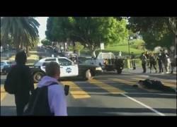 Enlace a Y en las noticias se dijo policia atacado por skater...