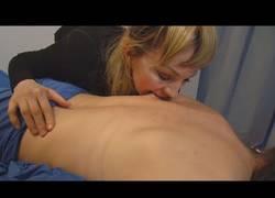 Enlace a La inquietante forma de esta mujer para dar masajes a sus clientes