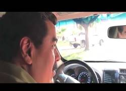 Enlace a Maduro sorprende conduciendo su auto por las calles de Caracas
