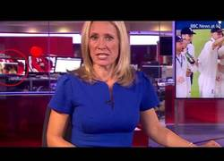 Enlace a A la BBC se le cuela esta escena para adultos en mitad de su informativo