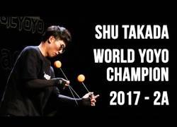 Enlace a La exhibición del campeón mundial de yo-yo que te dejará con el culo torcido