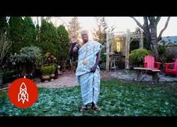 Enlace a Es Rey en África y obrero en Canada