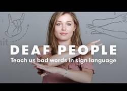 Enlace a Gente sorda nos enseña las palabrotas que más usan en lenguaje de signos