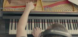 Enlace a ¡Genio! Se toca un solo de Metallica usando su piano