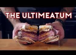 Enlace a Cocinan la hamburguesa de Historias Corrientes y el resultado es espectacular