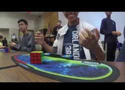 Enlace a ¡Tenemos nuevo récord mundial del Cubo de Rubik! Nada más y nada menos que 4.69s