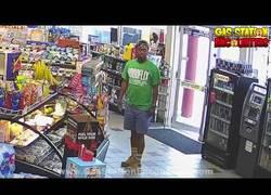 Enlace a El arte de este tío para robarse unas pastillas en una gasolinera