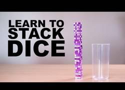 Enlace a Aprendiendo a hacer la torre de dados mezclando en un vaso