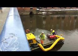 Enlace a Molestan a un bombero en pleno trabajo y se lleva su merecido de la mejor forma