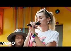Enlace a La nueva Miley Cyrus está aquí y no tiene mala pinta