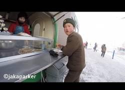 Enlace a Tomando comida en las calles de Pyongyang (Corea del norte)