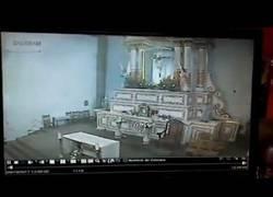 Enlace a Esta cámara de seguridad captó como se vino abajo una Iglesia en México tras el gran terremoto