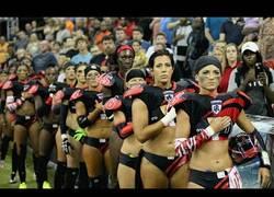 Enlace a Las jugadoras de la NFL hablan sobre el himno de Estados Unidos