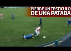 Enlace a Así perdió el testículo un jugador en Bosnia tras una terrible patada