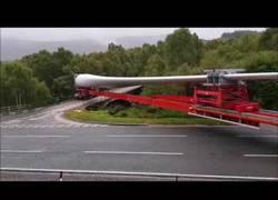 Enlace a La increíble maniobra para transportar un aspa de aerogenerador