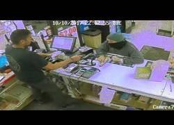 Enlace a Fue a robar a este supermercado y el empleado le desarmó con unos grandes reflejos